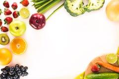 新鲜蔬菜、果子和莓果 免版税库存照片