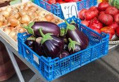 新鲜蔬菜准备好对销售在市场上 库存图片