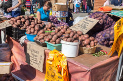 新鲜蔬菜准备好待售 免版税图库摄影