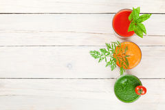 新鲜蔬菜圆滑的人 蕃茄,黄瓜,红萝卜 库存图片