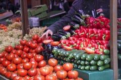新鲜蔬菜在一个法国市场上 免版税库存图片