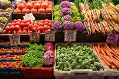 新鲜蔬菜在地方农夫市场上 图库摄影