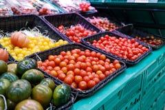 新鲜蔬菜在市场上 库存照片
