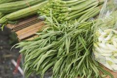 新鲜蔬菜在市场上 免版税库存照片
