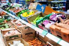 新鲜蔬菜在超级市场 免版税库存图片