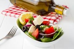 新鲜蔬菜沙拉用希脂乳 免版税库存图片