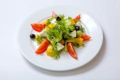 新鲜蔬菜沙拉用希腊白软干酪 免版税库存图片