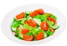 新鲜蔬菜沙拉用莴苣、蕃茄和黄瓜 库存照片