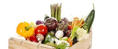 新鲜蔬菜的分类在条板箱的 库存图片