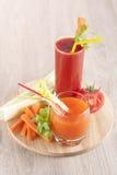 从新鲜蔬菜的汁液 免版税库存照片
