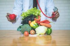 新鲜蔬菜的选择利于心脏健康的饮食的 免版税库存照片