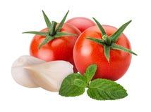 新鲜蔬菜红色蕃茄,大蒜,薄菏 免版税库存照片