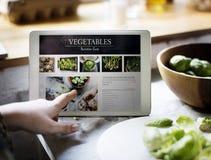 新鲜蔬菜营养事实在数字式片剂的 图库摄影