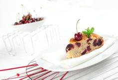 新鲜蛋糕的樱桃 免版税库存照片