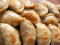 新鲜阿根廷酥脆的empanadas 免版税库存图片