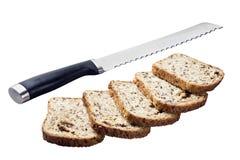 新鲜面包和刀子 库存照片