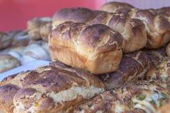 新鲜面包大面包-食物市场 库存图片