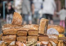 新鲜面包待售 免版税库存照片