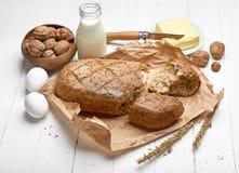 新鲜面包用酥脆外壳黄油 库存照片
