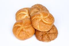 新鲜面包滚动与种子 免版税库存照片