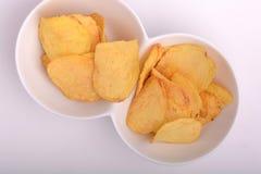 新鲜,酥脆土豆片特写镜头  免版税库存照片