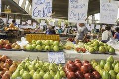新鲜水果和新鲜蔬菜从农场指挥 库存图片