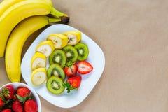 新鲜水果开胃板材  免版税库存照片