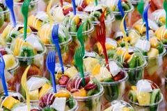 新鲜水果待售在巴塞罗那市场上 免版税库存图片