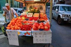 新鲜水果摊位在Insadong市场上 免版税图库摄影