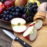 新鲜水果用苹果和葡萄 库存图片