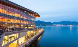 新,现代温哥华会议中心在黎明 图库摄影