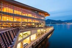新,现代温哥华会议中心在黎明 免版税图库摄影
