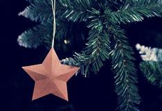 新年与一棵人为圣诞树的圣诞节背景 库存图片