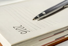 新年2016年办公室组织者日历和裂片ballpen 免版税库存图片