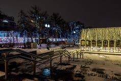 新年和圣诞节城市的照明设备装饰 俄罗斯, 免版税库存照片