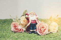 新年和圣诞节deco圣诞节礼物盒和圣诞老人 库存照片