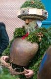 新年哑剧演员( Silvesterchlausen)在Urnasch,阿彭策尔 免版税库存照片