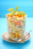 新年土豆、红萝卜、鸡蛋、腌汁和蛋黄酱奥利维尔沙拉  免版税库存图片