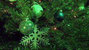 新年以圣诞树的装饰的诗歌选的为背景` s球 影视素材