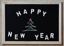新年好在黑板的圣诞树 免版税库存图片
