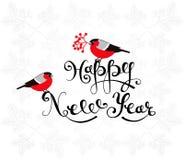 新年快乐与红腹灰雀和手拉的字法的贺卡 库存图片