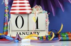 新年快乐白色木葡萄酒日历首先1月 免版税库存照片