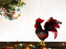 新年快乐雄鸡卡片2017年与手工制造工艺红色雄鸡的 免版税库存图片