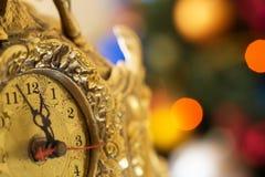 新年快乐,在午夜前的时钟 库存照片