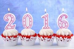 新年快乐2016块杯形蛋糕 库存图片