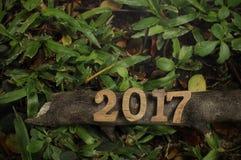 新年快乐2017年,木数字想法 库存照片