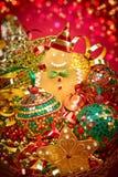 新年2016年 快活的圣诞节 在当事人丝绸二白色的香槟装饰装饰空的玻璃 图库摄影