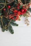 新年或圣诞节墙纸与红色装饰 免版税库存照片