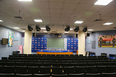 新闻招待会室在2014年美国公开赛凹道仪式前的比利・简・金国家网球中心 库存照片
