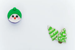 新年杯形蛋糕和曲奇饼 库存照片
